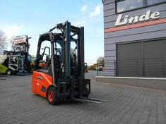 Electric 4 wheel Linde E30HL with rectifier